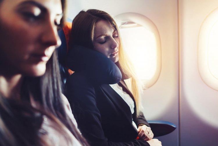 Dormindo no avião com conforto Americanflex