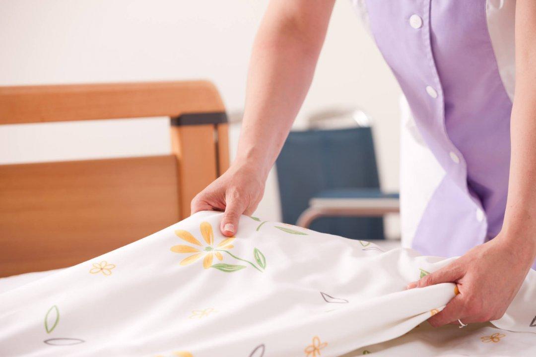 Dobrando lençol de elástico