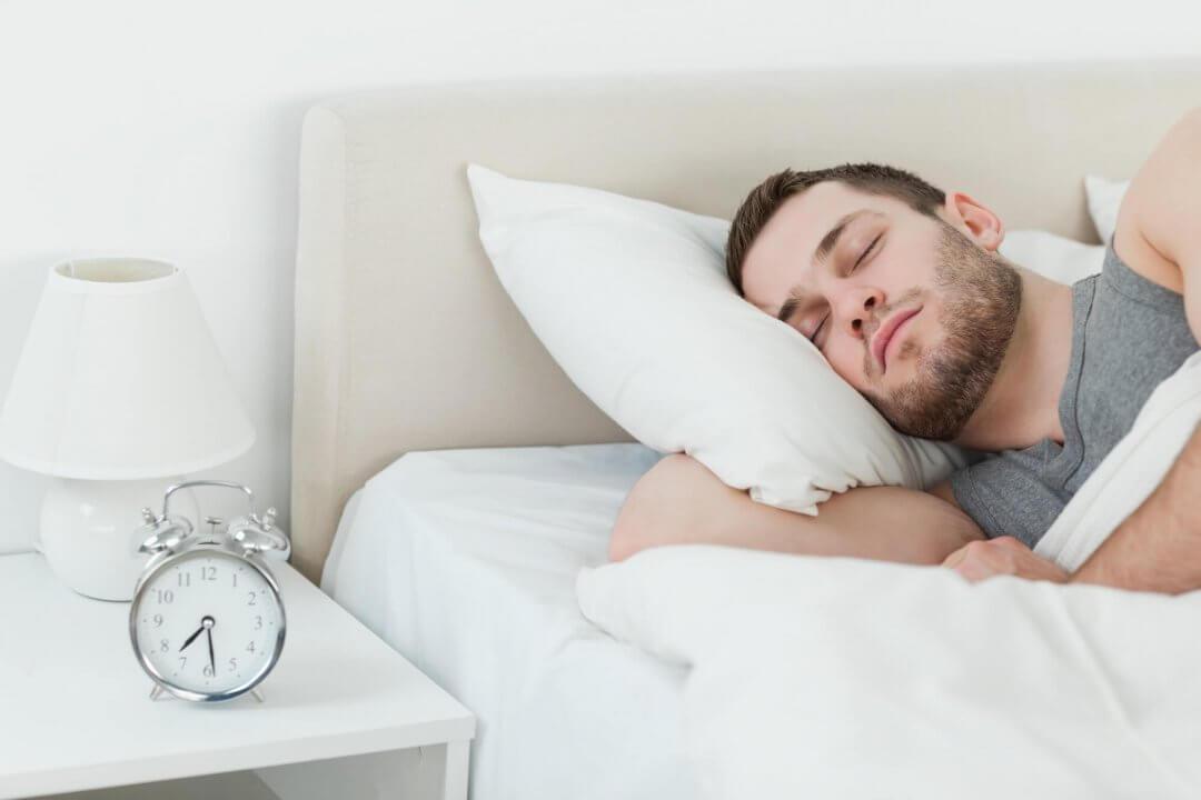Homem Dormindo cedo