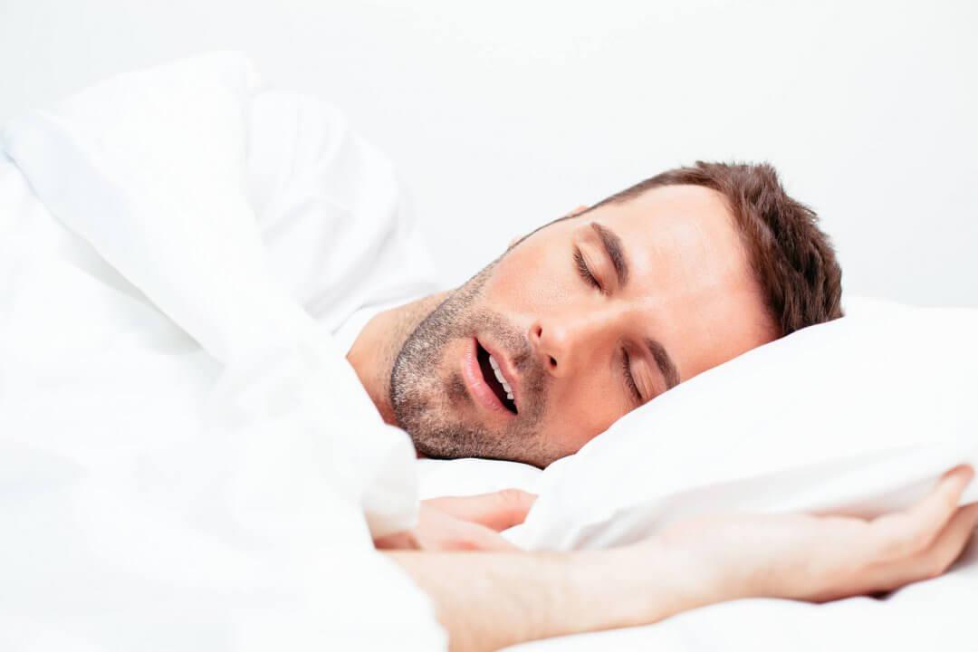 Homem Dormindo e roncando
